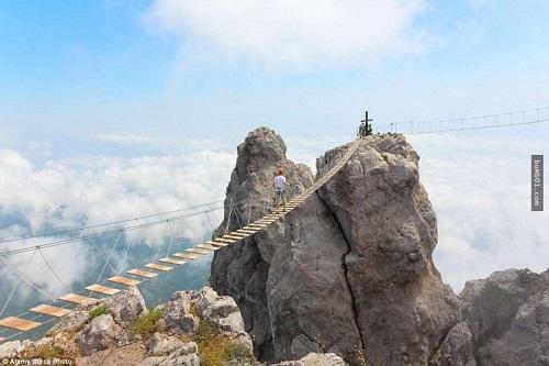 """Những cây cầu nguy hiểm nhất hành tinh khiến bạn phải """"chùn bước"""" - Ảnh 5"""