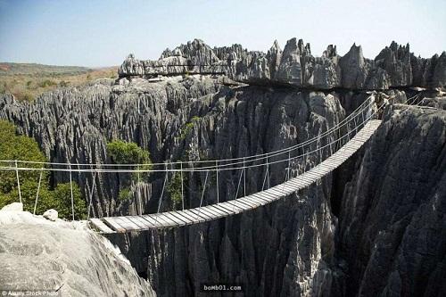 """Những cây cầu nguy hiểm nhất hành tinh khiến bạn phải """"chùn bước"""" - Ảnh 11"""