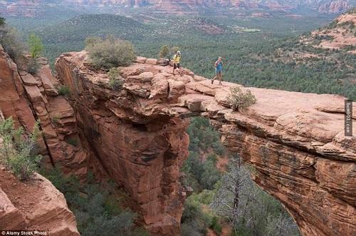 """Những cây cầu nguy hiểm nhất hành tinh khiến bạn phải """"chùn bước"""" - Ảnh 12"""