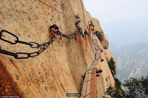 """Những cây cầu nguy hiểm nhất hành tinh khiến bạn phải """"chùn bước"""" - Ảnh 6"""