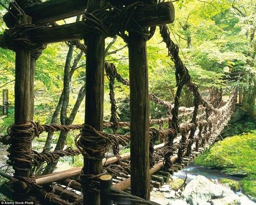 """Những cây cầu nguy hiểm nhất hành tinh khiến bạn phải """"chùn bước"""" - Ảnh 8"""