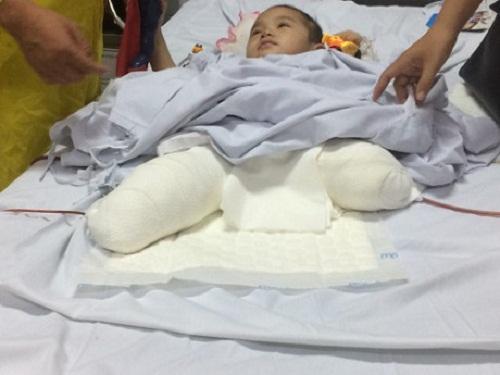 Dập nát hết tay chân, người mẹ vẫn cố bới đất đá cứu con bị chôn vùi dưới đống đổ nát - Ảnh 2