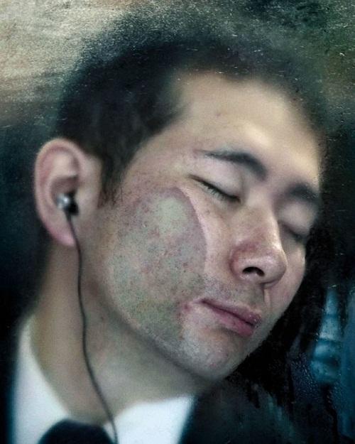 Ám ảnh với loạt hình ảnh 'khốc liệt' về giờ cao điểm Nhật Bản - Ảnh 9