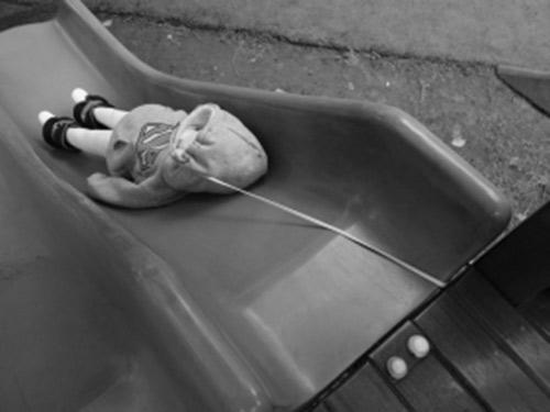 """Mẹ Việt vẫn vô tư cho con mặc những loại quần áo, giày dép """"sát nhân"""" mà không hề hay biết - Ảnh 2"""