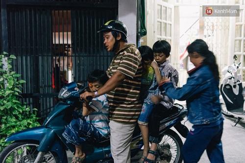 Người mẹ ngậm dầu phun lửa mỗi đêm ở phố Tây Bùi Viện để kiếm tiền nuôi 2 con ăn học - Ảnh 10