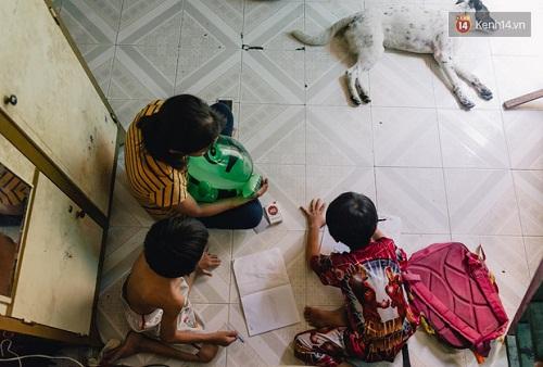 Người mẹ ngậm dầu phun lửa mỗi đêm ở phố Tây Bùi Viện để kiếm tiền nuôi 2 con ăn học - Ảnh 6