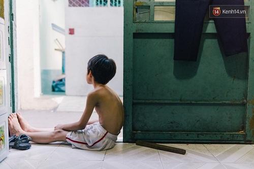 Người mẹ ngậm dầu phun lửa mỗi đêm ở phố Tây Bùi Viện để kiếm tiền nuôi 2 con ăn học - Ảnh 7