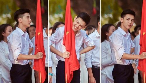 """Dân mạng náo loạn khi """"Phan Hải"""" Việt Anh thừa nhận """"hot boy cầm cờ"""" trong lễ khai giảng là cháu mình - Ảnh 1"""