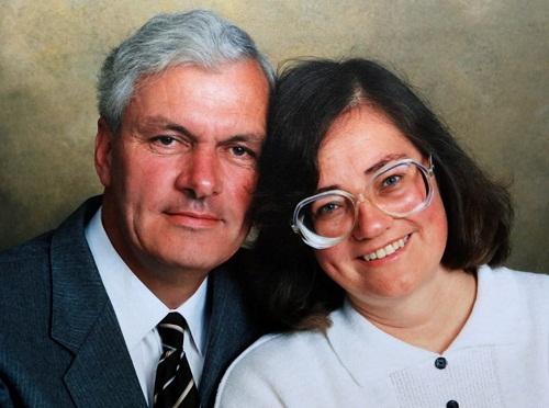 Người đàn ông trồng 6.000 cây để tưởng nhớ vợ, 17 năm sau bí mật lớn được phát hiện - Ảnh 1