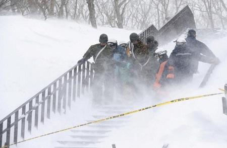 Lở tuyết ở Nhật Bản khiến 8 học sinh, giáo viên thiệt mạng - Ảnh 1