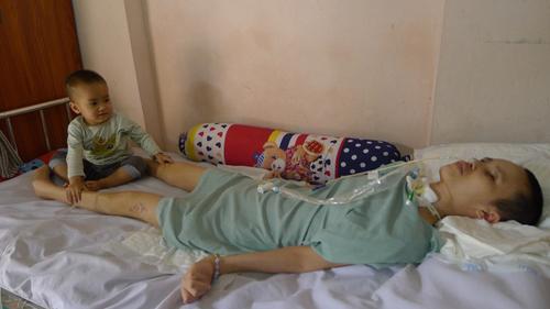 Sau vụ nổ ở Văn Phú, Hà Đông: Người phụ nữ xinh đẹp trở nên xơ xác cùng cực - Ảnh 7