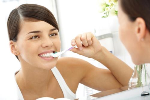 Cách đơn giản đánh bật cao răng tại nhà: Ngăn ngừa nhiều chứng bệnh nan y - Ảnh 2