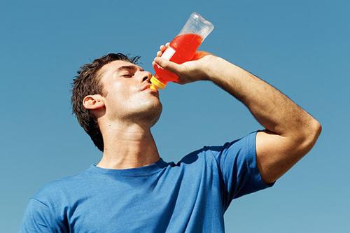Điều khủng khiếp gì sẽ diễn ra sau khi bạn uống nước tăng lực - Ảnh 1
