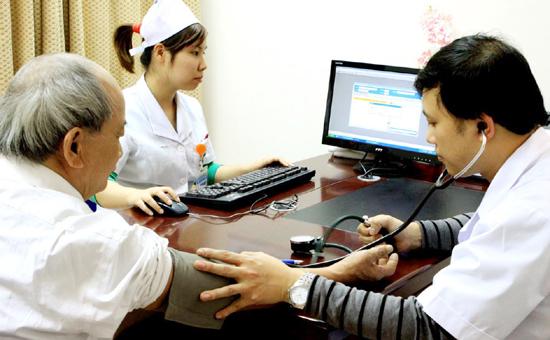 Bệnh viện Bạch Mai khám miễn phí bệnh nhân sa sút trí tuệ tuổi già  - Ảnh 1