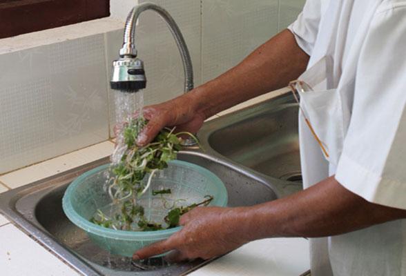 Nguy cơ bệnh tật từ nước bẩn: Nguồn nước trong gia đình bạn đã đảm bảo chưa? - Ảnh 1