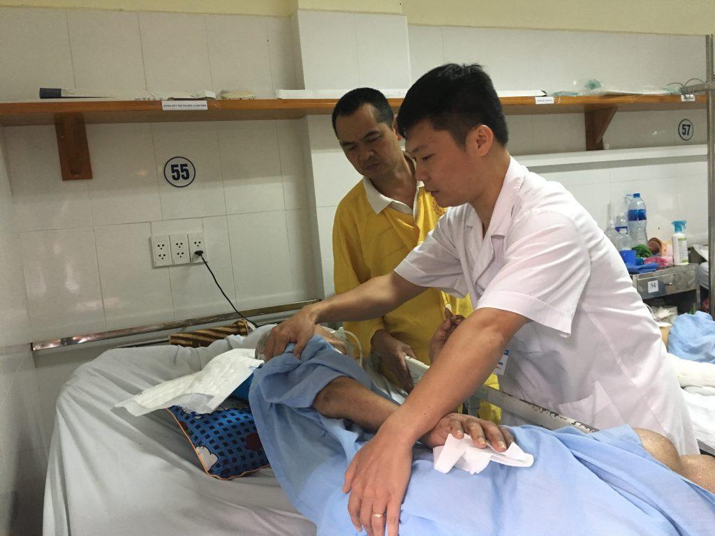 Bệnh nhân nằm cấp cứu, không ai đến nhận: Bất ngờ tìm được gia đình - Ảnh 1