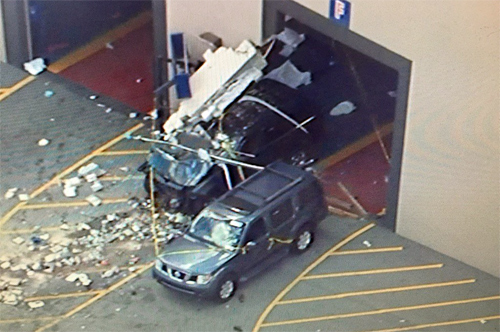 Ôtô gây tai nạn ở buổi đấu giá, 3 người tử vong - Ảnh 1