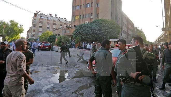 IS đánh bom liều chết ở miền Đông Syria, ít nhất 35 người thiệt mạng - Ảnh 1