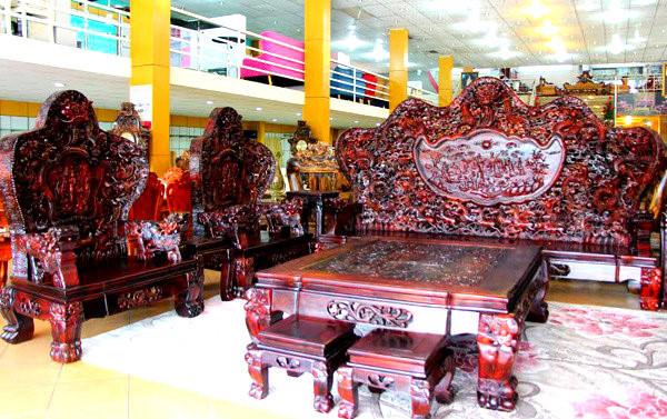 Cận cảnh những bộ bàn ghế tiền tỷ chưa chắc mua được của đại gia Việt  - Ảnh 1