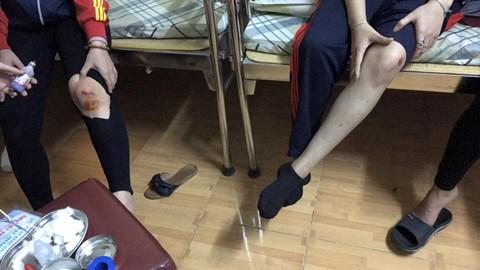 """Bi hài trâu """"điên"""" húc 3 người bị thương giữa phố Hà Nội - Ảnh 2"""