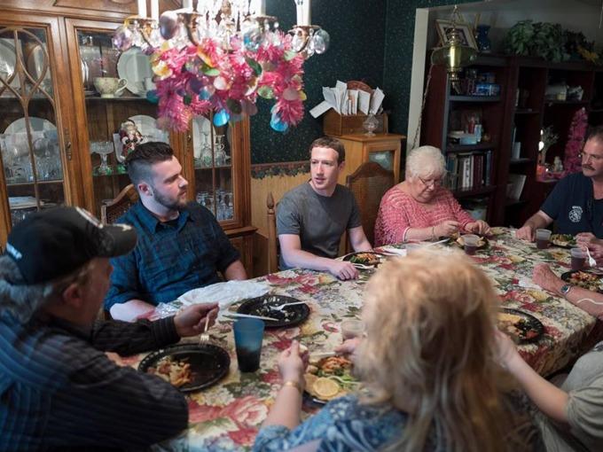Một ngày bình thường của tỷ phú Mark Zuckerberg diễn ra như thế nào? - Ảnh 7