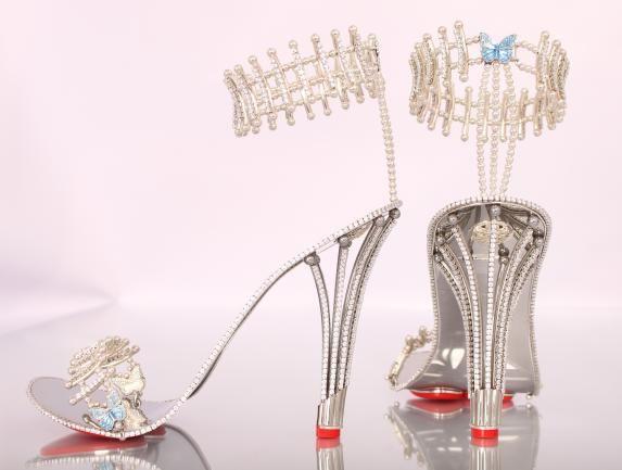 Đôi giày có giá 7,7 tỷ đồng khiến chị em mê mẩn - Ảnh 1
