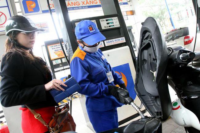 Giá xăng giữ nguyên, xăng E5 thấp hơn xăng A92 hơn 300 đồng - Ảnh 1