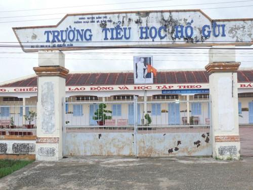 Nhiều tỉnh miền Tây cho học sinh nghỉ học để tránh bão số 16 Tembin - Ảnh 1