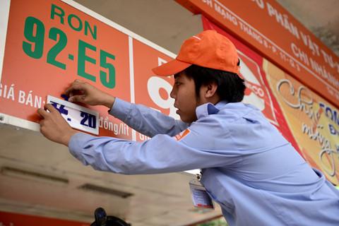Phó thủ tướng yêu cầu theo dõi tiêu thụ xăng E5 RON 92, RON 95 - Ảnh 1