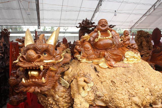 Chiêm ngưỡng bộ đồ gỗ quý hàng tỷ đồng của đại gia Việt - Ảnh 2