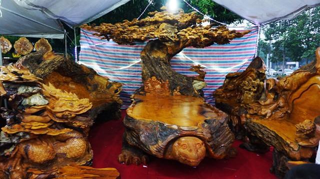 Chiêm ngưỡng bộ đồ gỗ quý hàng tỷ đồng của đại gia Việt - Ảnh 3