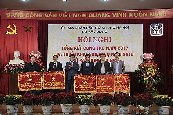 """Lát đá vỉa hè Hà Nội: Có việc """"con ông cháu cha"""" cung cấp vật liệu để hưởng lợi - Ảnh 1"""