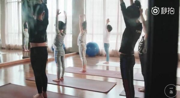 Bé 7 tuổi kiếm hàng trăm triệu từ dạy yoga - Ảnh 1