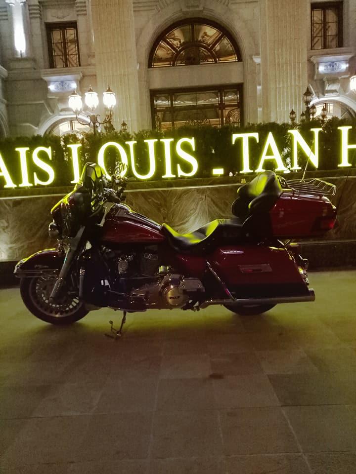 Cận cảnh siêu mô tô Harley có giá 1,8 tỷ đồng trên đường phố Hà Nội  - Ảnh 1