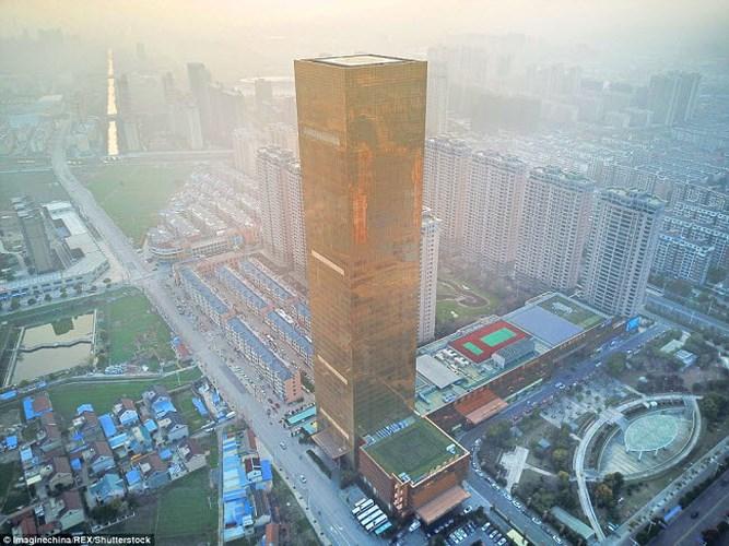 """Chiêm ngưỡng hai khách sạn """"dát vàng"""" ở Trung Quốc - Ảnh 1"""