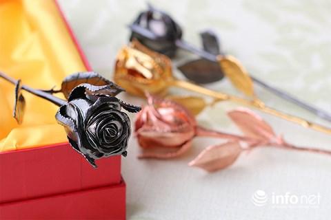 """Quà tặng 8/3: Những bông hoa mạ vàng giá cả chục triệu """"đốn tim"""" chị em - Ảnh 3"""