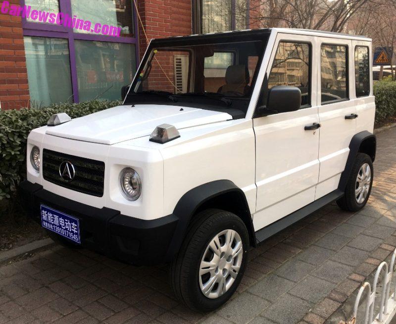 Chiếc ô tô điện nhái Mercedes-Benz G-Class giá chỉ 82,1 triệu đồng - Ảnh 1