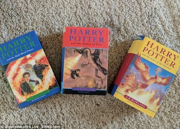Có gì đặc biệt trong ba cuốn truyện Harry Potter giá 1,9 tỷ đồng? - Ảnh 1