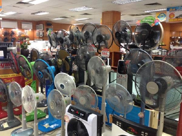 Kinh nghiệm chọn mua quạt điện cho những ngày hè nắng nóng - Ảnh 1