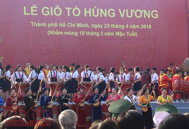 Hàng nghìn người nô nức dự lễ giỗ Tổ Hùng Vương ở TP Hồ Chí Minh - Ảnh 1