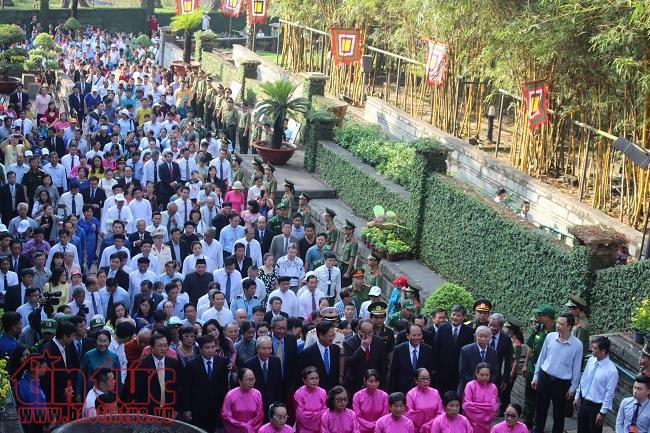 Hàng nghìn người nô nức dự lễ giỗ Tổ Hùng Vương ở TP Hồ Chí Minh - Ảnh 2