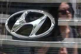 Quản lý Hyundai từ chức vì bắt nhân viên nữ tiếp rượu - Ảnh 1