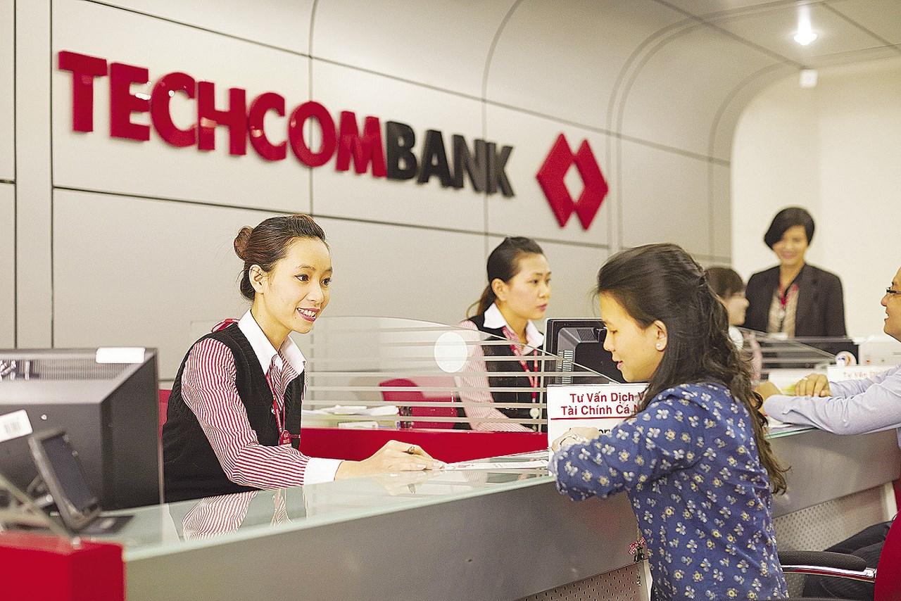 Người nhà sếp Techcombank chi hơn 20.000 tỷ gom cổ phiếu TCB trước ngày lên sàn - Ảnh 1