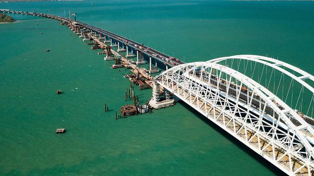 Nga khánh thành cây cầu dài nhất châu Âu  - Ảnh 2