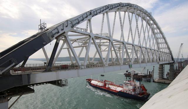 Nga khánh thành cây cầu dài nhất châu Âu  - Ảnh 3