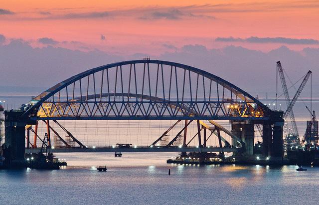 Nga khánh thành cây cầu dài nhất châu Âu  - Ảnh 4
