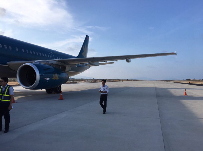 Tạm giữ bằng lái của hai phi công hạ cánh nhầm ở Cam Ranh - Ảnh 1