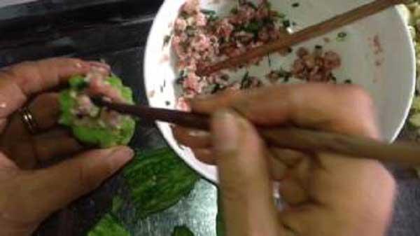 Cách nấu canh mướp đắng nhồi thịt thơm mát giải nhiệt ngày hè  - Ảnh 4