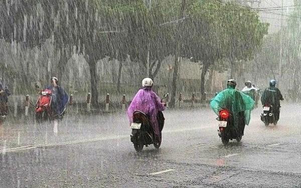 Dự báo thời tiết ngày 12/6: Bắc Bộ mưa giông, đề phòng tố lốc - Ảnh 1