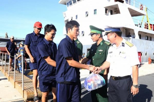 31 ngư dân gặp nạn trên biển đã vào bờ an toàn - Ảnh 1